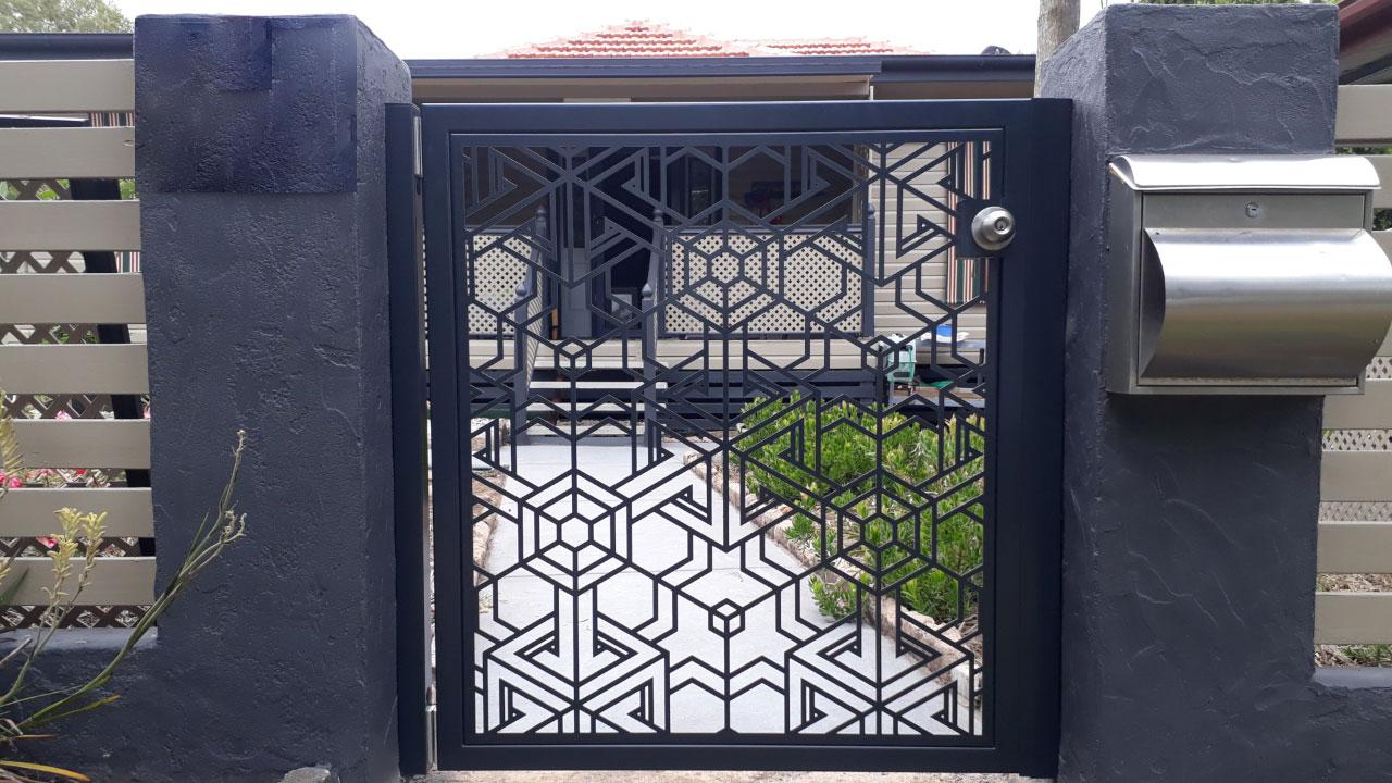 درب فلزی CNC در شیراز