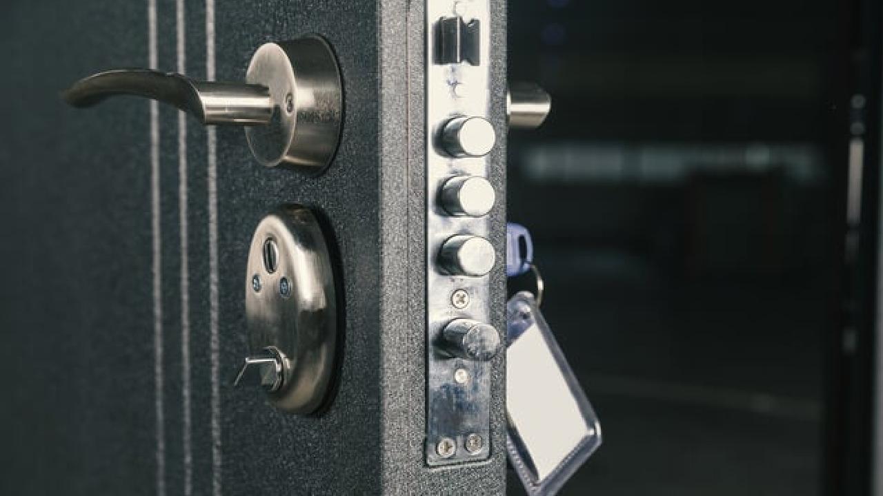 مزایا و معایب درب ضد سرقت فلزی